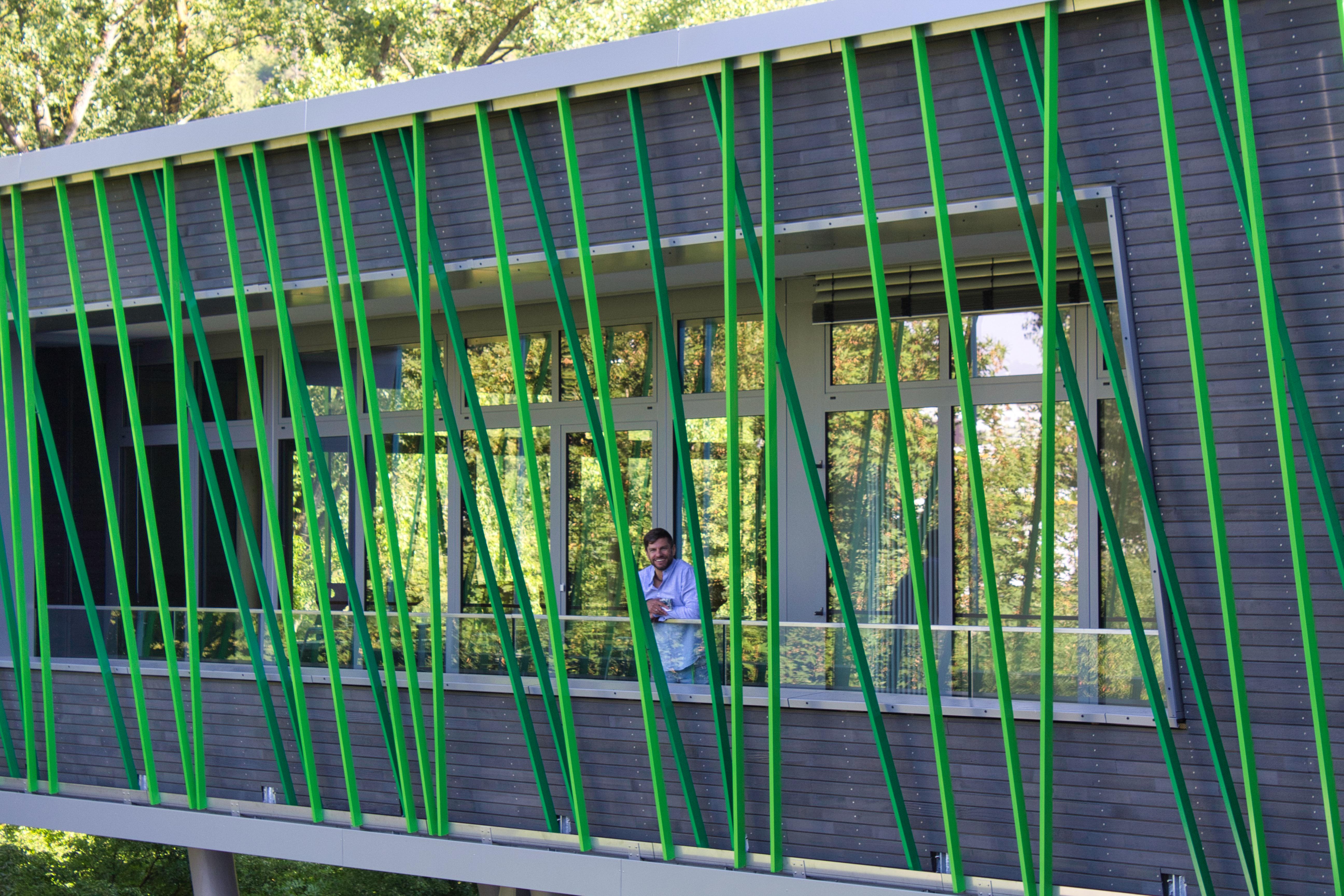 Konrektor auf dem neuen Balkon